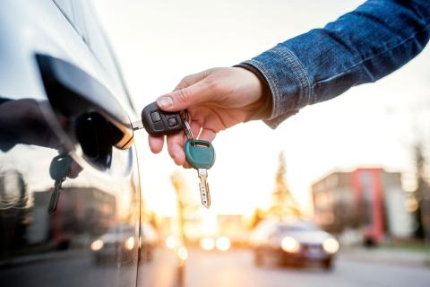 Get Back into Your Car Without Damaging It: Use a Car Locksmith